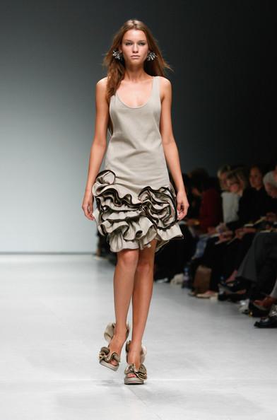 london-fashion-week-spring-summer-2009-emma-cook-corsage-dress
