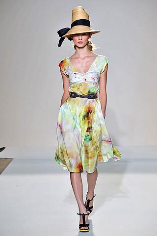 london-fashion-week-spring-summer-2009-nicole-farhi-cloud-dress