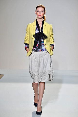 london-fashion-week-spring-summer-2009-nicole-farhi-yellow-coat